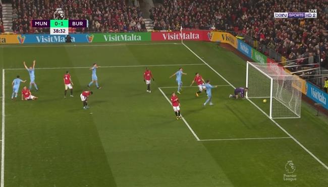 اهداف مباراة مانشستر يونايتد وبيرنلي (0-2) الدوري الانجليزي