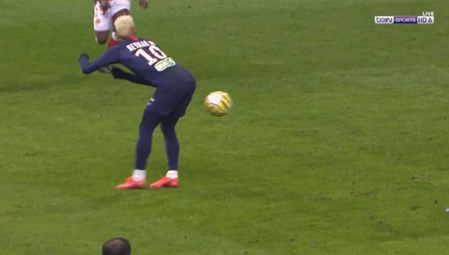 نيمار يمرر الكرة بطريقة كوميدية في مباراة باريس سان جيرمان وريم بكأس فرنسا