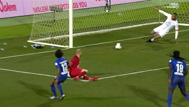 انقاذ لاعب الشباب الرائع لهدف محقق من علي خط المرمي امام الهلال