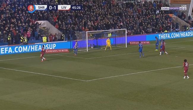 بطريقة غريبة .. مدافع شروزبري يسجل هدف ليفربول الثاني بالخطأ في مرماه