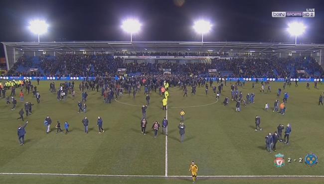 جماهير شروزبري تقتحم الملعب احتفالاً بالتعادل مع ليفربول في كأس الاتحاد الانجليزي