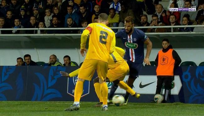 مهارة رائعه من شوبو موتينج في مباراة باريس سان جيرمان وباو