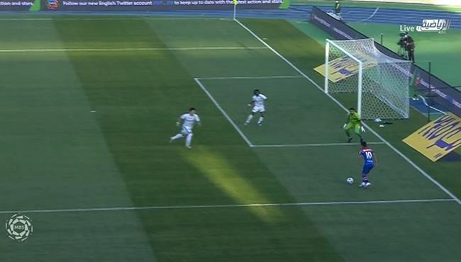 لاعب ابها يهدر هدف محقق امام الهلال بعد مراوغة رائعة بالدوري السعودي