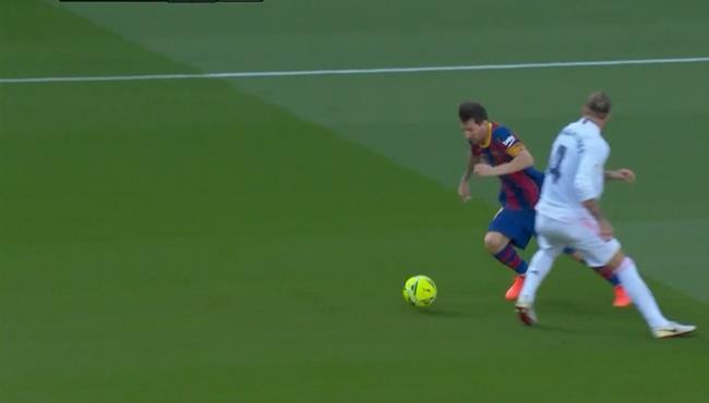 ميسي يتلاعب بـ راموس وكورتوا يحرمه من هدف رائع لبرشلونة