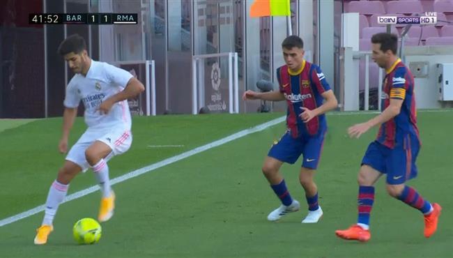 لقطه مهاريه رائعه من اسينسيو في مباراة برشلونة وريال مدريد