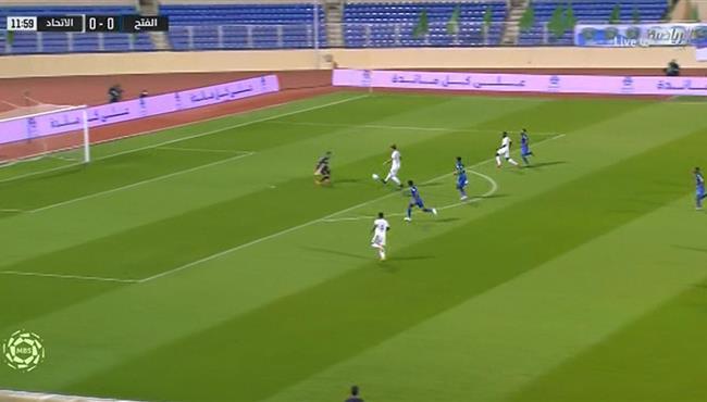 لاعب الاتحاد يهدر انفراد امام مرمي الفتح