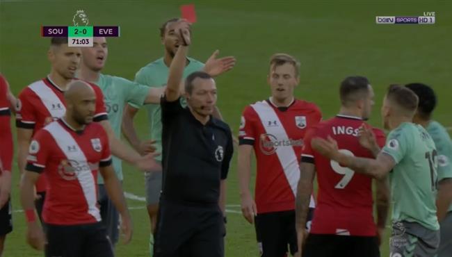 طرد لوكاس دين في مباراة ايفرتون وساوثهامبتون بالدوري الانجليزي