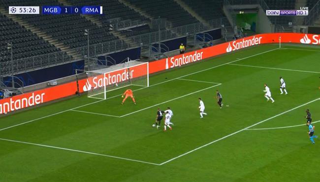 كاسيميرو ينقذ مرمي ريال مدريد من هدف محقق لمونشنجلادباخ امام ريال مدريد