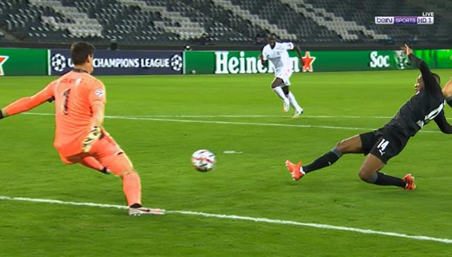 انقاذ كورتوا الرائع يحرم مونشنجلادباخ من تسجيل هدف ثالث امام ريال مدريد