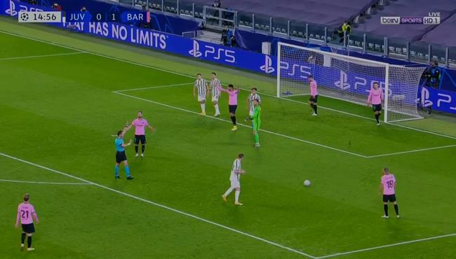 هدف يوفنتوس الملغي امام برشلونة بدوري ابطال اوروبا