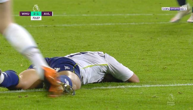 إصابة تريزيجيه القوية وخروجه في مباراة استون فيلا ووست هام