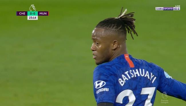 باتشواي يهدر فرصة هدف محقق بطريقة كوميدية امام مانشستر يونايتد
