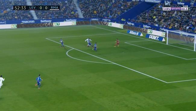هازارد يهدر فرصة هدف محقق لـ ريال مدريد امام ليفانتي