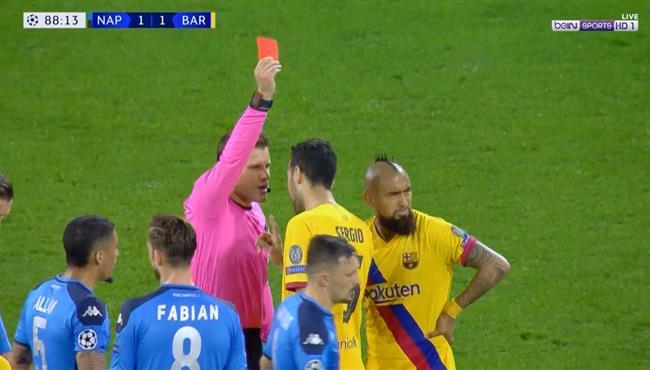 طرد فيدال فى مباراة برشلونة ونابولي