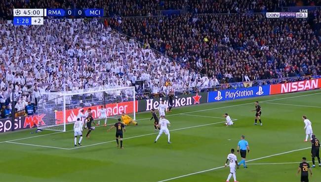 كاسيميرو ينقذ ريال مدريد من علي خط المرمي بعد خطأ من راموس كاد ان يتسبب في هدف اول لمانشستر سيتي