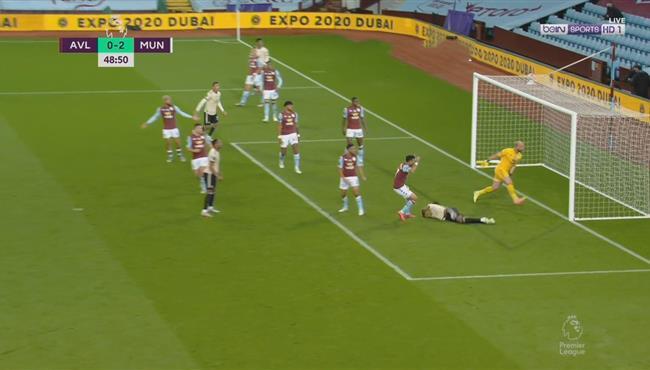 بيساكا يهدر هدف محقق امام استون فيلا بعد هروبه من رقابة تريزيجيه