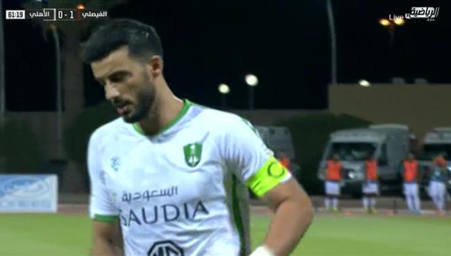 عمر السومة يهدر ركلة جزاء امام الفيصلي بالدوري السعودي