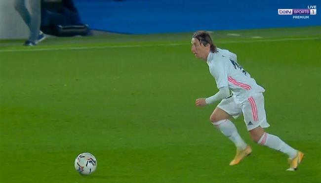 بعد مهارة رائعه حارس ريال سوسيداد يحرم مودريتش من تسجيل هدف صاروخي لريال مدريد
