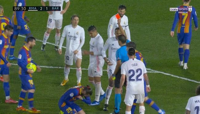 طرد كاسيميرو في مباراة ريال مدريد وبرشلونة