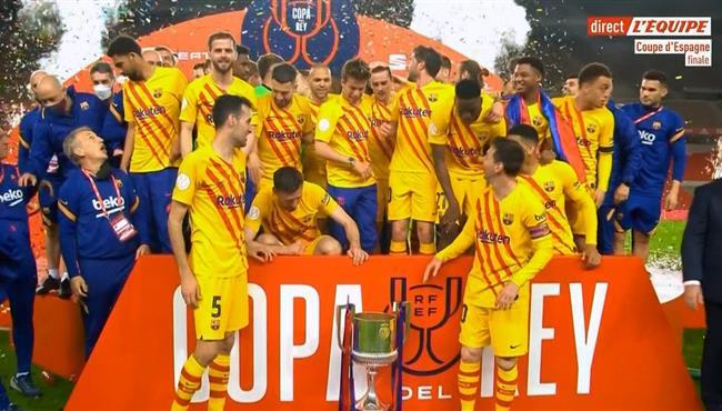 مراسم تتويج برشلونة بطلا لكاس ملك اسبانيا واحتفال اللاعبين
