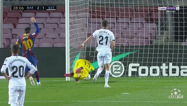 هدف برشلونة الثاني في مرمي خيتافي بعد خطأ فادح من سفيان شاكلا