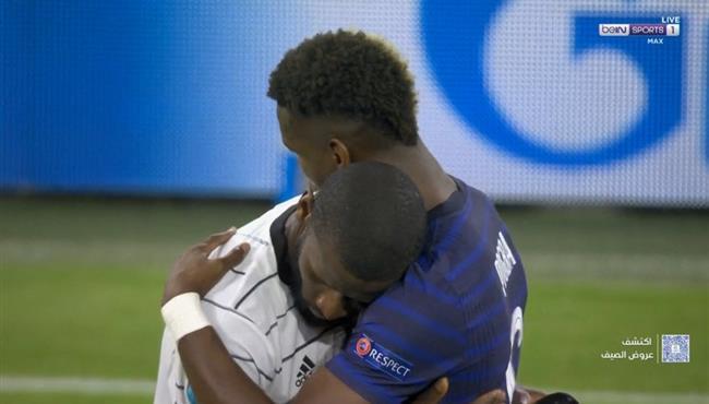 عناق بين بوجبا وروديجر بعد مباراة فرنسا والمانيا