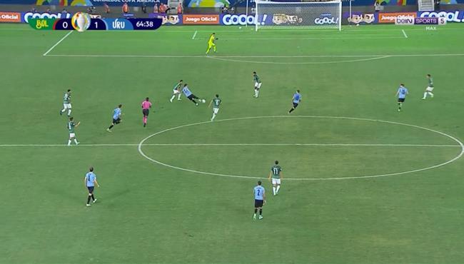 لويس سواريز كاد ان يسجل هدف رائع في مباراة اوروجواي وبوليفيا