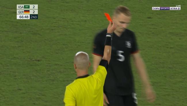 طرد اموس بيبر في مباراة المانيا والسعودية