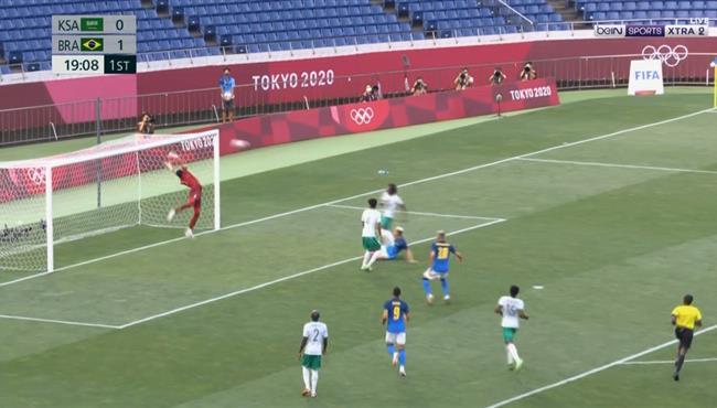 العارضة تحرم البرازيل من تسجيل هدف امام السعودية