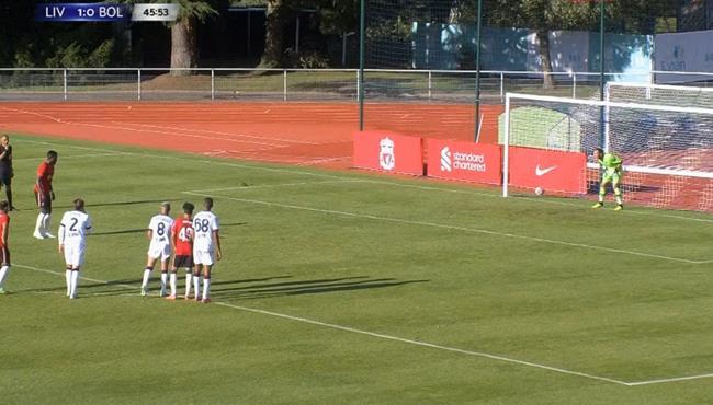 اوريجي يهدر ركلة جزاء في مباراة ليفربول وبولونيا