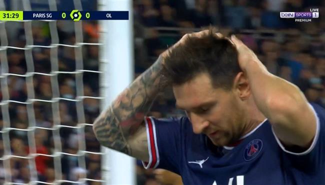 ميسي يهدر فرصة هدف امام ليون بالدوري الفرنسي